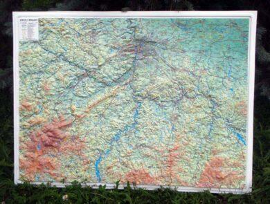 Okolí Prahy / plastická mapa 1:120 000(X273)