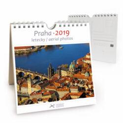 Praha - letecky / pohl. kal. na rok 2019-Kalendář je možno zavěsit na stěnu i postavit na stůl. Jednotlivé listy lze použít jako pohlednice.